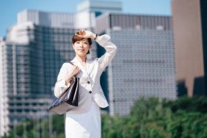 働く女性とパーソナルトレーニング